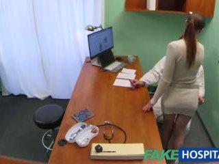 Fakehospital lääkäri gets seksikäs patients pillua märkä