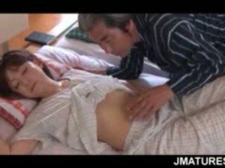 Mature asiatique ménagère given une doux matin chatte lèche
