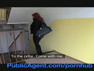 Publicagent kawin orang berambut pirang does anal di itu cellar