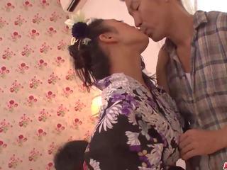 Reiko kobayakawa delights ar two men uz pārsteidzošās trio