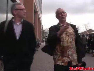 Reāls ielasmeita cumswaps ar a netīras vecs bastard