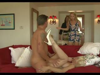 Louca mamãe 3: ejaculações em boca hd porno vídeo 93