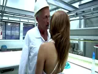 Seksi redheaded babe goes terlalu terangsang di dia dewasa bos.