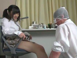 Subtitled japonais écolière facesitting salvation