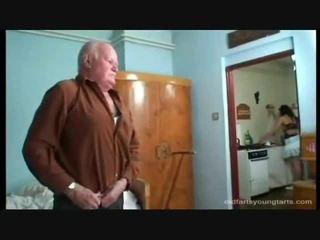 Penghentaman yang erotik pembantu rumah