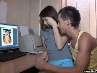 Er asks sie bis zeigen einige
