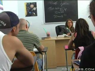 brunett, likformig, klassrum