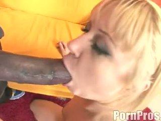 De aur haired wench aaralyn barra receives ei gură ripped de o monstru pula