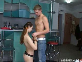 Leggy paauglys mergaitė su milky skin loves į gauti dong į holes