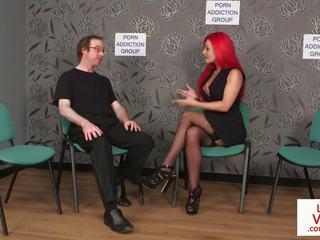 Redheaded angļi voyeur instructs sub līdz tug: bezmaksas porno 85