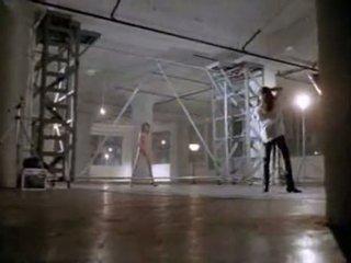 Angelina jolie v první pohlaví scéna