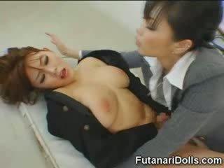 Futanari tastes sendiri air mani!