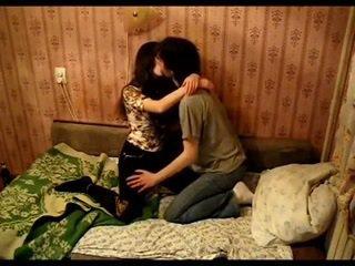 Asiática pareja besando