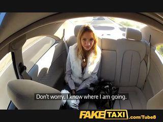 Faketaxi engel is pounded door mijn groot lul op mijn taxi