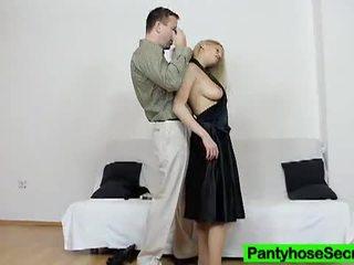 Panty geheim: sexy rondborstig blondine getting geneukt in haar panty.