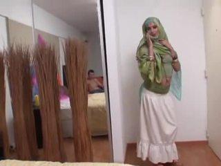 Indisk kone rides en feit kuk dyp i henne munn
