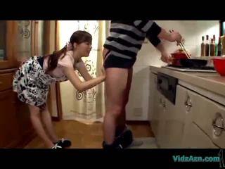 Aasia tüdruk licking guy sitapea giving suhuvõtmine sperma kuni suu sisse the köögis