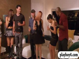 Swinging couples enjoying erotično igre v playboy mansion