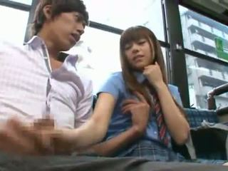 Rina rukawa sleaze koreanisch fuzz gives ein kiss onto ein bus