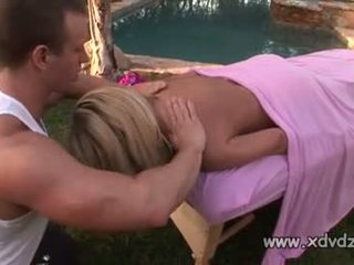 Sensational modele britney jauns rewards guy giving viņai an incredible masāža