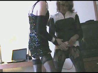 Two crossdressers sega e masturation