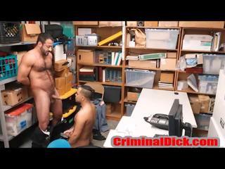Criminal has seks met een beer agent