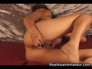 Charming aziatisch amateur naakt dildoing