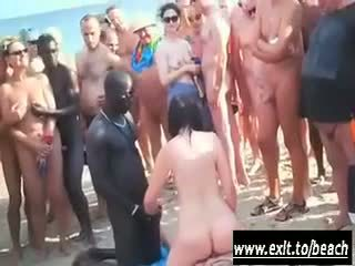 Interraciaal party op de naakt strand video-
