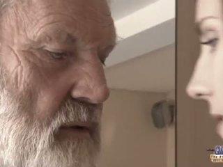 Teenie gaja em dor fucks velho homem para picante oblivion