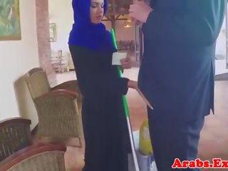 Arabisch muslim geneukt in hijab voor facial: gratis porno 5d