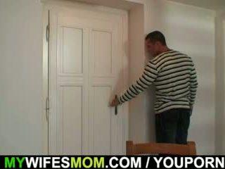 Onanering mor gets busted og screwed