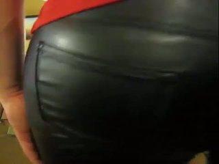 Crossdresser মধ্যে চামড়া pants