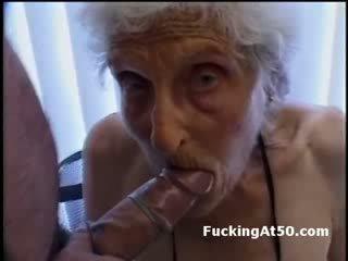 Senile wrinkled vovó gives broche e é fodido por deviant aberração