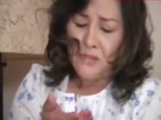 Japanesebbw मेच्यूर मां और न उसकी बेटा
