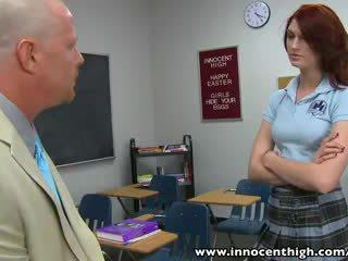 Innocenthigh redhead skolejente tenåring alana rains spanked knullet