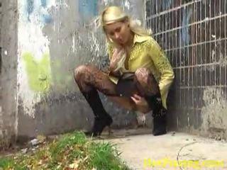 Dreckig pinkeln blond liking sie verdorben job
