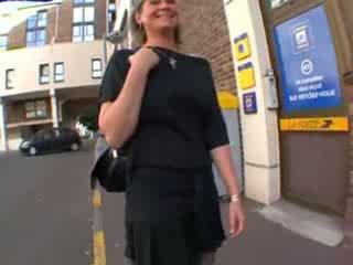 Coralie franska äldre i nylonstrumpor, anala körd