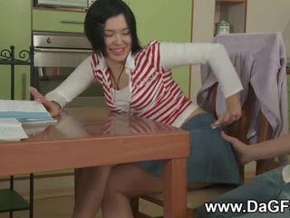 女子生徒 creampied 同時に doing homework