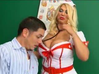 Vit nylonstrumpor sjuksköterska stor tuttarna knull