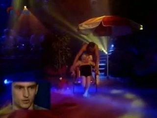 Stripper apģērbta sievete kails vīrietis televīzija nova peyko pāris viens
