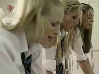 Lezbiýanka britaniýaly schoolgirls and mugallym