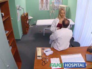 Fakehospital ny sjuksköterska takes double cumsprut från kåta doktorn
