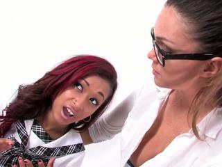 bruneta, príťažlivé orálny sex menovitý, skutočný hračky skontrolovať