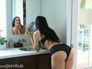 Puremature māte takes 12-inch dzimumloceklis