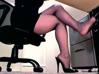 Seksuālā zeķbikses kājas un peeptoe mule dangle