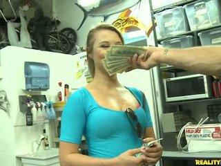Jmac convinces lindsay para ir tudo o maneira para um dinheiro