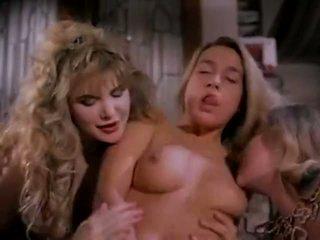 Videá na holky s obrovský prsia veľký kozy nahý