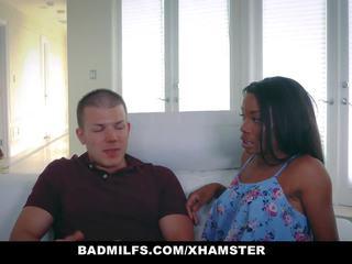 Badmilfs - ผู้หญิงผิวดำ แม่ผมอยากเอาคนแก่ fucks บุตรชาย ใน กฎหมาย, โป๊ 49