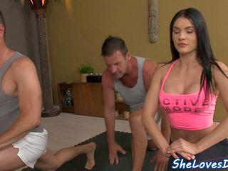 Miúda threeway fodido depois yoga, grátis hd porno 82