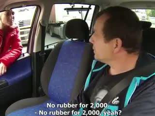 Loira puta fodido em um carro